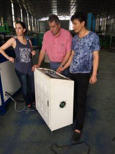 Pelanggan mengunjungi pabrik